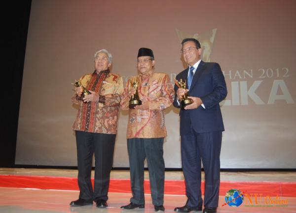 Terima Anugerah Tokoh Perubahan 2012