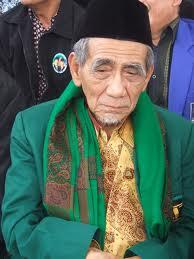 KH Maimun Zubair Hadiri Haul KH Najib Suyuthi