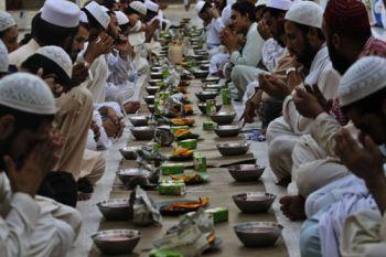 Sisa Makanan di Mulut yang Membatalkan Shalat