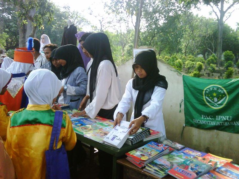 Bazar IPNU Ramaikan Wisuda Santri Madin Mambaul Ulum