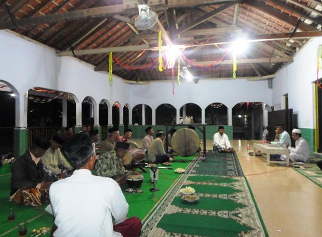 Lebaran Ketupat di Masjid Panembahan Bodho
