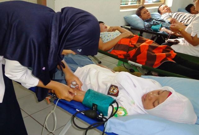 Pelajar MA Sultan Agung Donorkan Darah di Kodim Pati