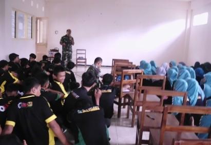 Anggota TNI Ini Bekali Santri Bela Negara