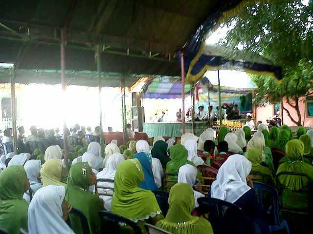 MWCNU Palasah Serahkan Hadiah Musabaqah di Harlah ke-89 NU