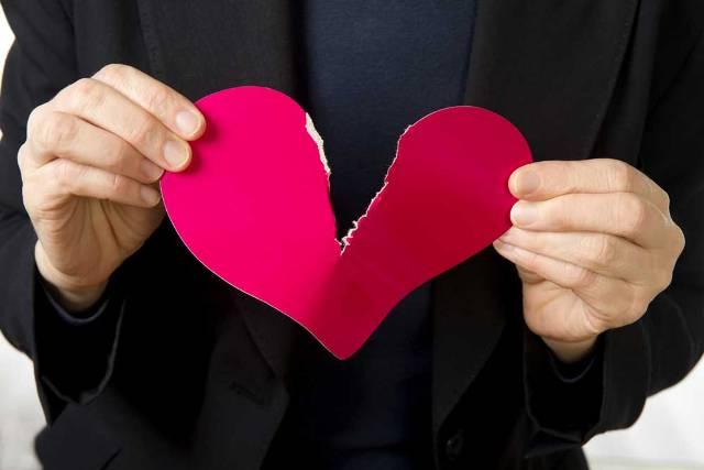 Suami-Istri Bertengkar dan Mengancam Talak