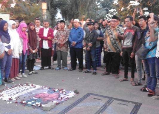 Lintas Ormas di Surabaya Gelar Istighotsah untuk Salim Kancil