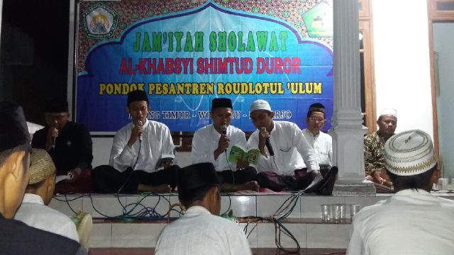 Pesantren Roudlotul Ulum Sidoarjo Gelar Shalawat dari Rumah ke Rumah