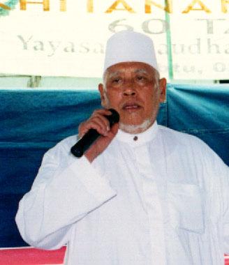 KH Abdul Hayyie Na'im, Santri Pengelana di Jazirah Arab