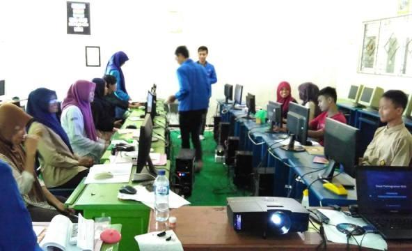 PMII Latih Santri Az-Zahra Kelola Website