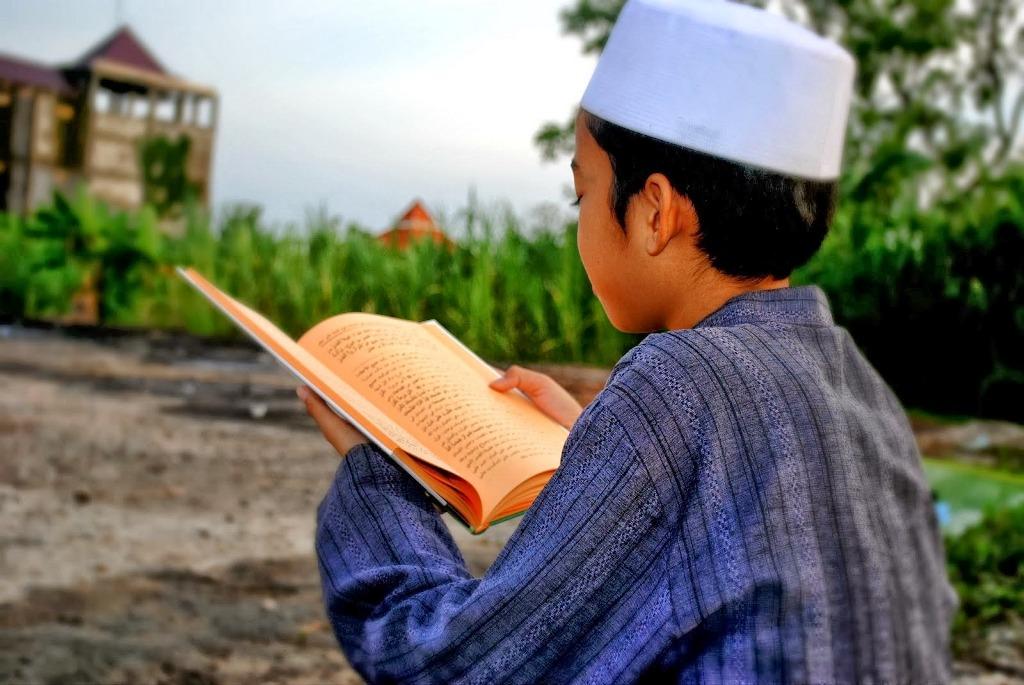 Ahli Ibadah Bodoh versus Orang Tidur Berilmu