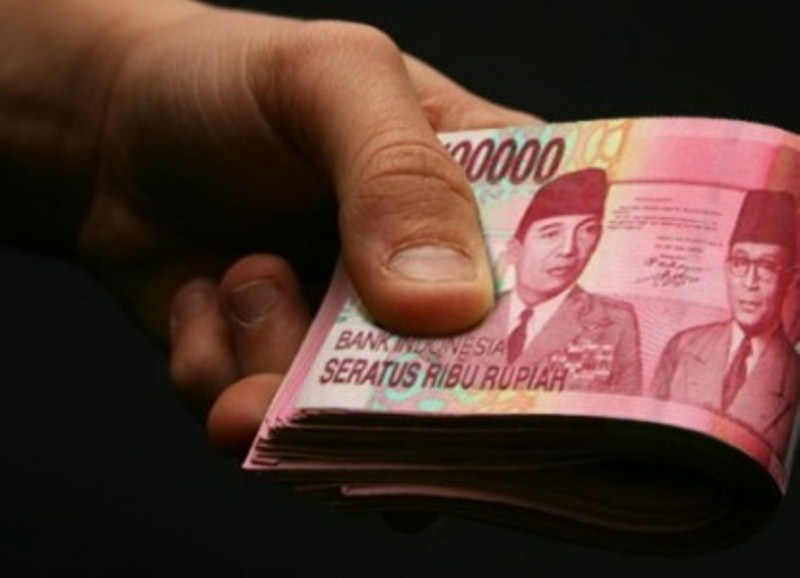 Hukum Menggunakan Uang Orang Lain yang Tertinggal Tanpa Izin