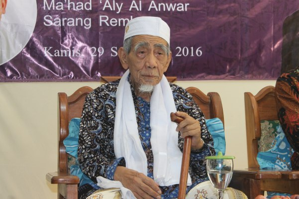 Pandangan Mbah Maimoen soal Fenomena Belajar Islam dari Terjemah dan Internet
