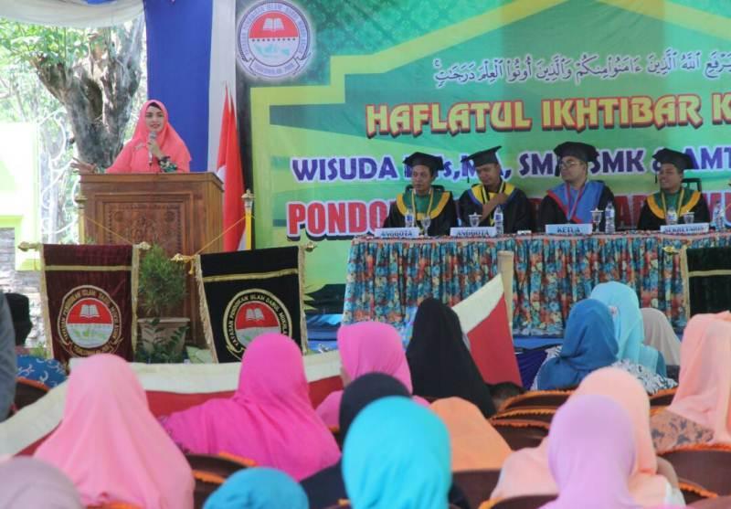 Pesantren Darul Mukhlasin Didik Santri Keterampilan Membatik