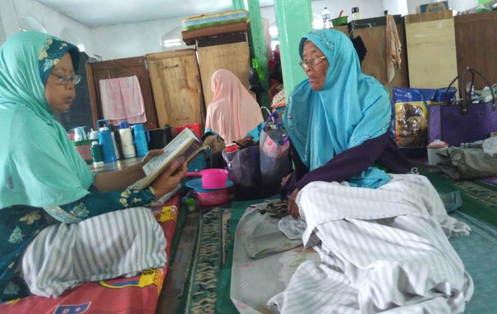 Seminggu Puasa, Nenek Sofiyah (67) Khatamkan Al-Qur'an Dua Kali