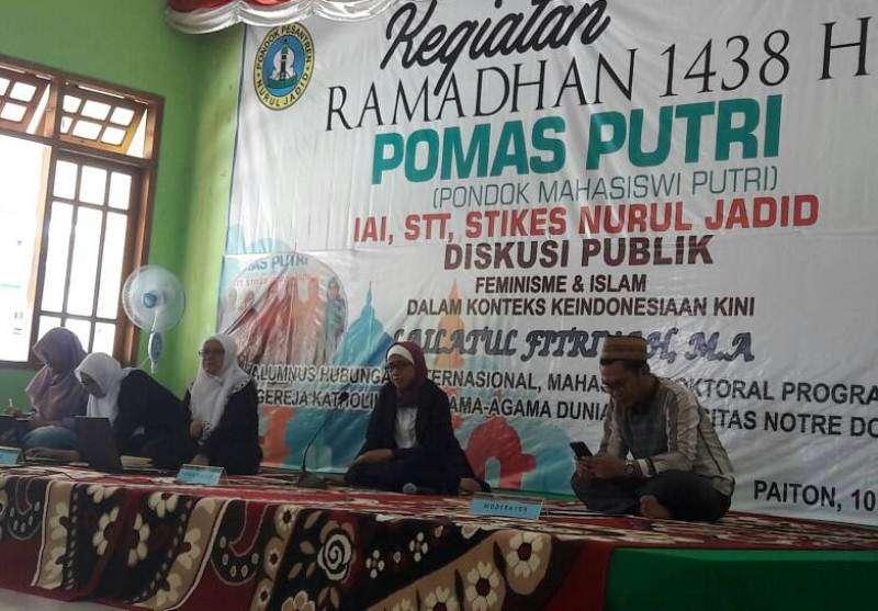 Mahasiswi Nurul Jadid Paiton Gelar Diskusi Publik