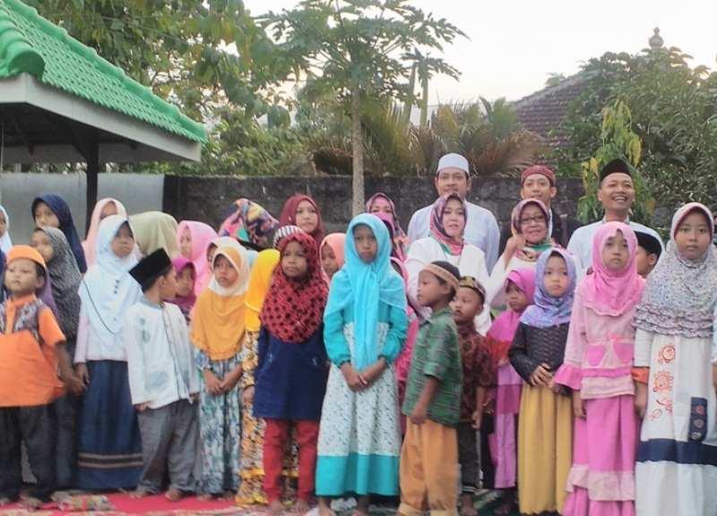 Madrasah Aliyah Unggulan WH Tambakberas Santuni Ratusan Yatim