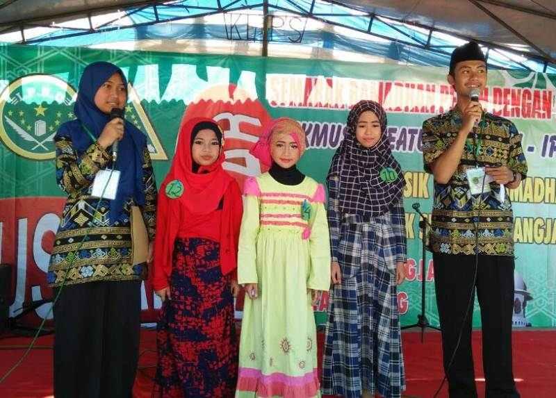 Kemeriahan Festival Musik Anak Saleh dan Bazar Murah ala Pelajar NU Karangjambu