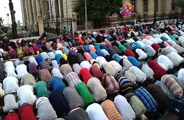 Di Mana Sebaiknya Shalat Id Dilaksanakan, Masjid atau Lapangan?