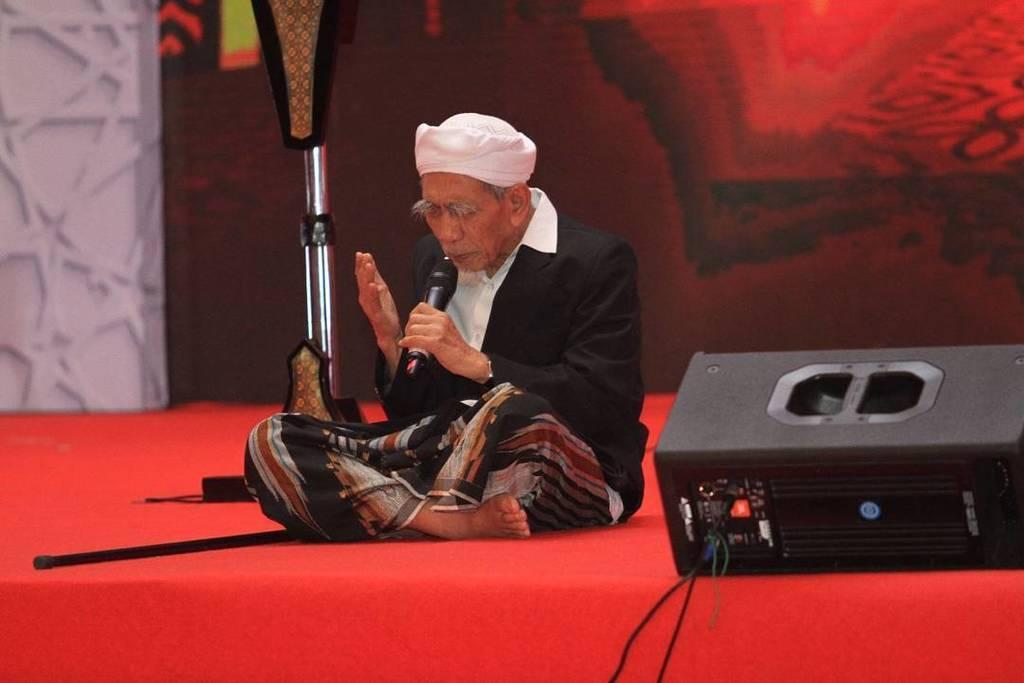 Khalifah dan Pilar Empat dalam Doa KH Maimoen Zubair