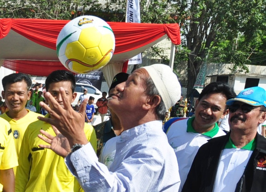 Gus Ali Sundul-sundul Bola Sebelum LSN Region Jatim II Dibuka