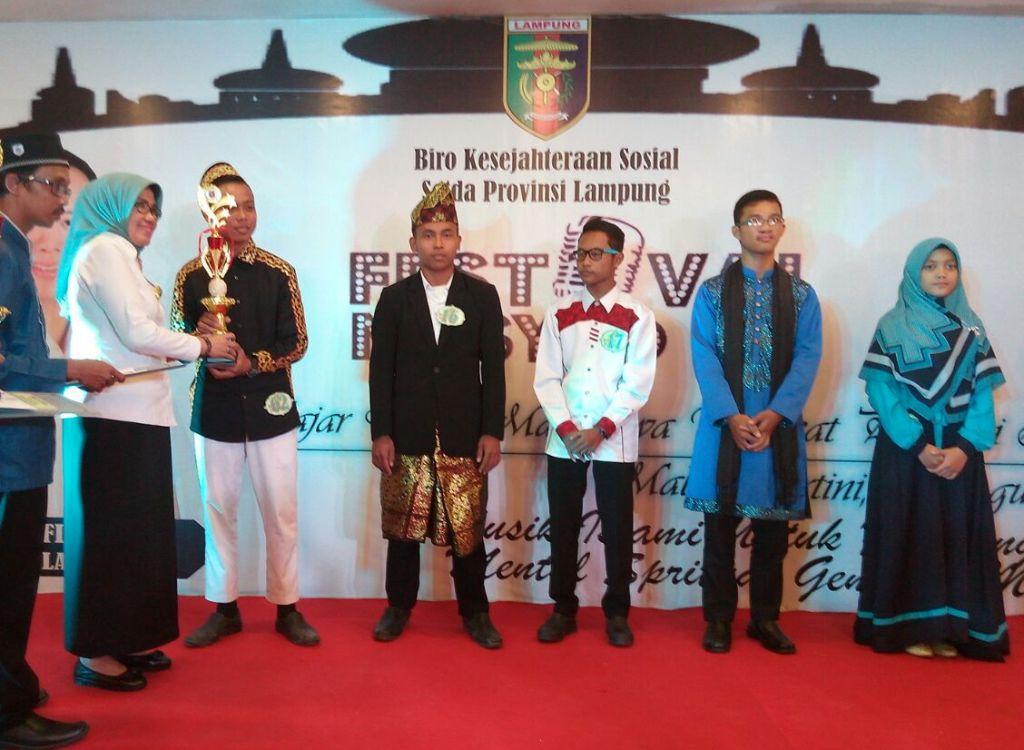Voka Santri MA Al Hidayat Pesawaran Juara I Festival Nasyid Se-Provinsi Lampung