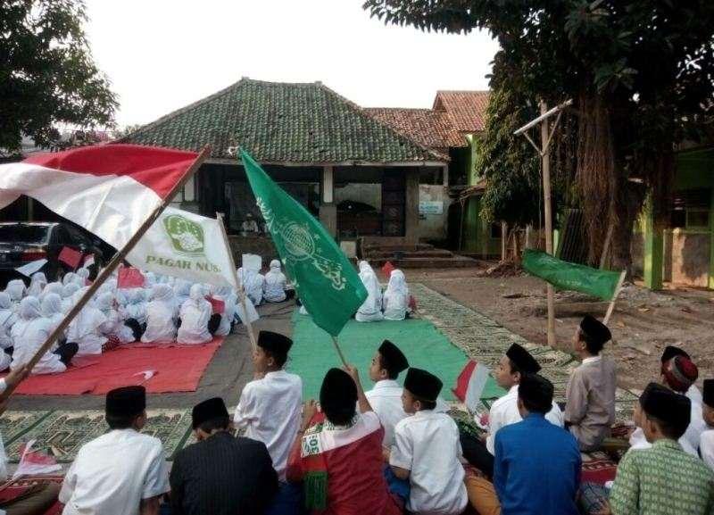 Menyanyikan Lagu Indonesia Raya dalam Islam