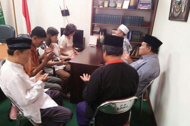 Lagi, LD PBNU Bimbing Dua Mualaf Ikrarkan Syahadat