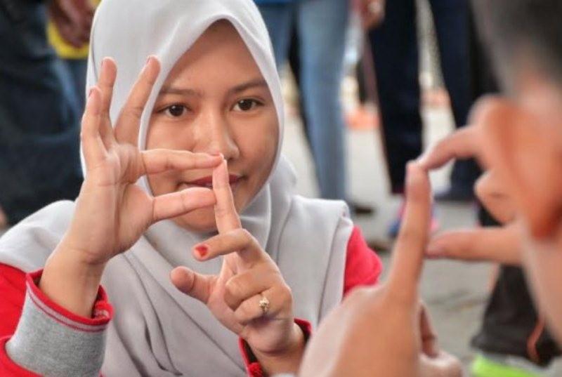 Hukum Belajar Bahasa Isyarat (2)?