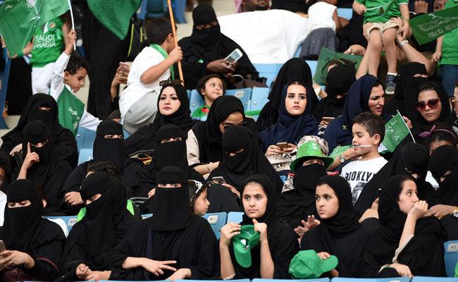 Saudi Izinkan Perempuan Kendarai Sepeda Motor dan Truk