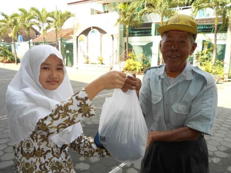 Islam dan Pembebasan; Distribusi Zakat untuk Pengentasan Kemiskinan