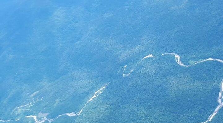 Dua Jam Melayang-layang di Langit Papua