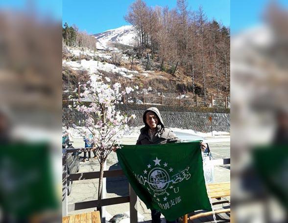 Saat Bendera NU Berkibar di Gunung Fujiyama Jepang