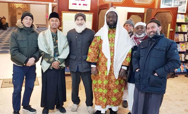 Anggota Banser ini Berbagi Pengalaman Bersama Komunitas Muslim di London