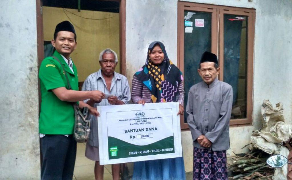 LAZISNU Banjarsari Beri Bantuan Warga Kurang Mampu