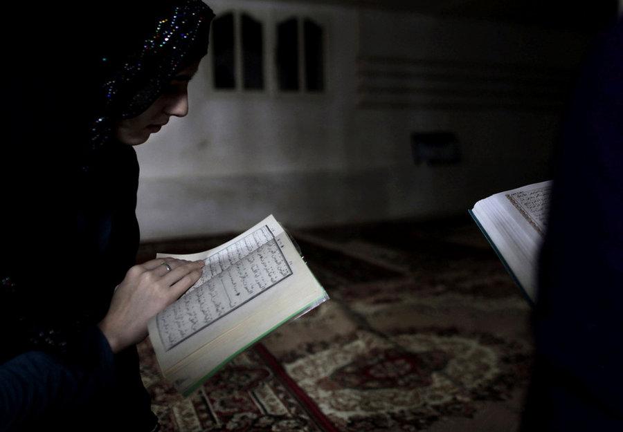 Keistimewaan Orang yang Sibuk Membaca Al-Qur'an
