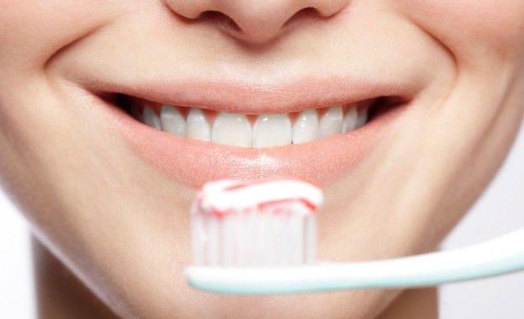 Hukum Gosok Gigi dengan Pasta bagi Orang Berpuasa