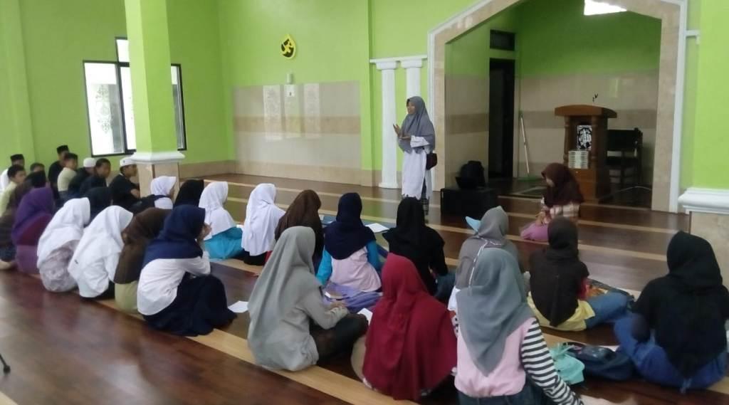 Santri Garut Ikuti Kajian Nuzulul Qur'an
