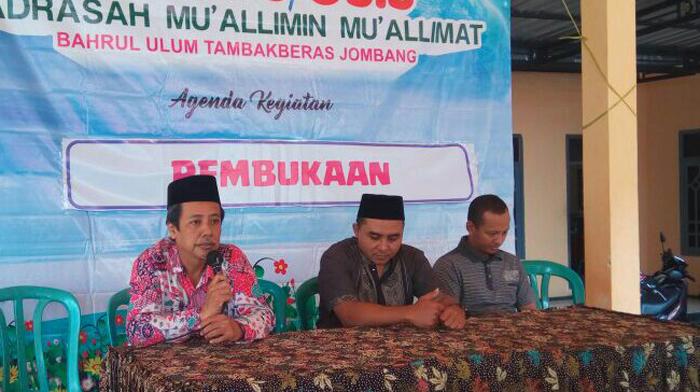 Madrasah Bahrul Ulum Jombang Latih Siswanya Dakwah melalui Baksos