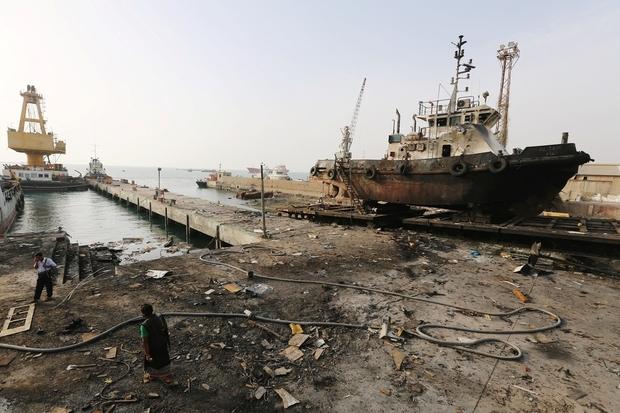 Pasukan Koalisi Saudi Serang Pelabuhan Hodeibah Yaman