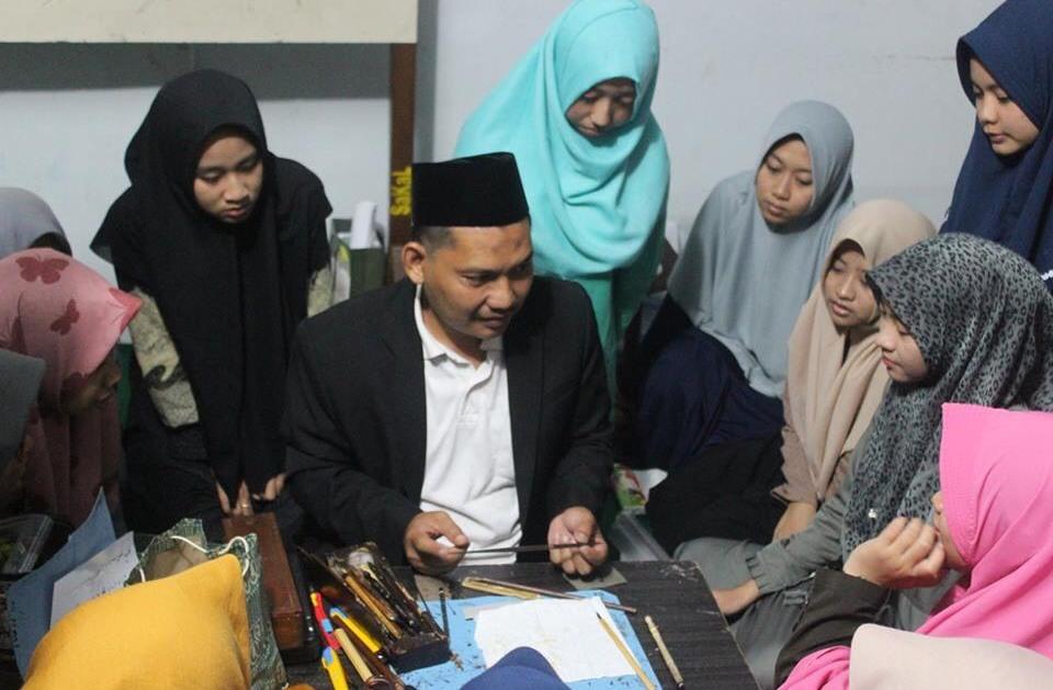 Pesantren Mamba'ul Ma'arif Jombang Buka Kaligrafi Online