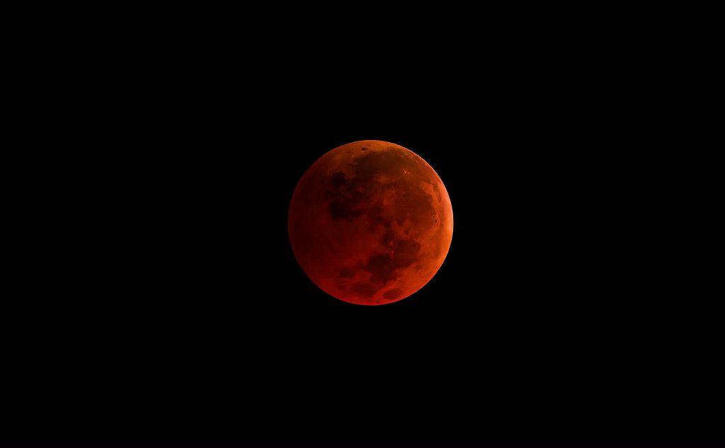Hukum Baca Jahar pada Shalat Gerhana Bulan setelah Subuh
