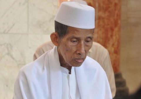 Mbah Zainal Selamat dari Reruntuhan Gempa