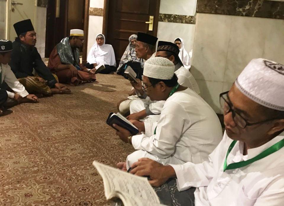 Khutbah Jumat: Pentingnya Selalu Berdzikir dan Duduk Bersama Orang Saleh