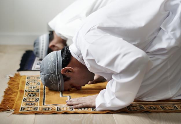 Batalkah Shalat Makmum yang Tidak Ikut Sujud Tilawah Imam?
