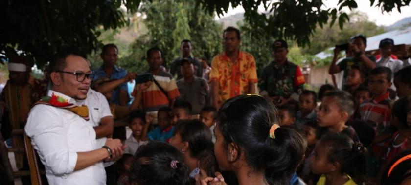 Suasana Haru Saat Menteri Hanif Kunjungi Desa Kantong TKI di NTT