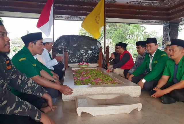 Kirab Satu Negeri ke Blitar untuk Sowan Makam Bung Karno