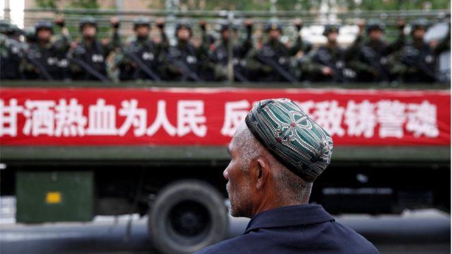China Melegalkan 'Kamp Interniran' untuk Muslim Xinjiang Setelah Menyangkal Keberadaannya