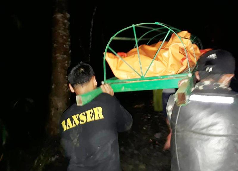 Puluhan Banser Evakuasi Korban Banjir Bandang di Tasikmalaya