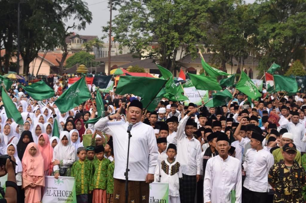 6.000 Santri Ikuti Jalan Sehat di Majalaya