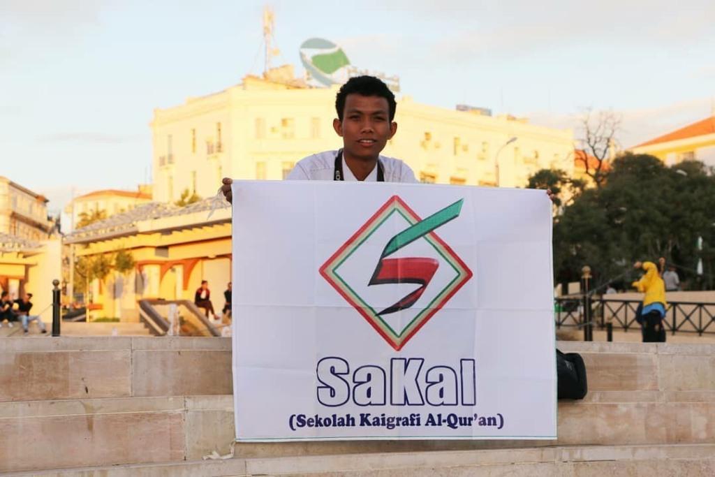 Guru Madrasah Ini Berprestasi Internasional Lewat Kaligrafi